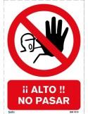 Señal A4 PVC obligatorio el uso de guantes dieléctricos O4